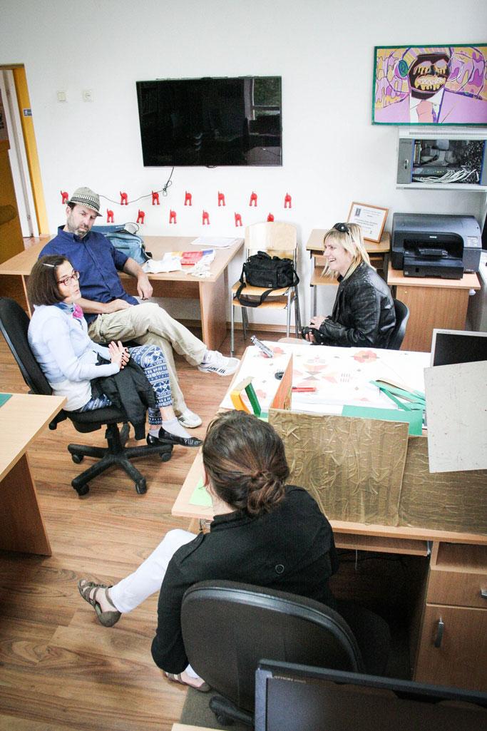 2014-07-03-Pie-mums-ieradusies-Jana-no-Gulbenes-novada-ziņām---lieliskie-brīvprātīgie-itāļi-runā